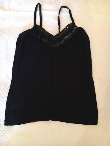 Majica na bretele - Srbija: Crna majica na bretele M veličina Napred ukrašena zašivenim šljokicama