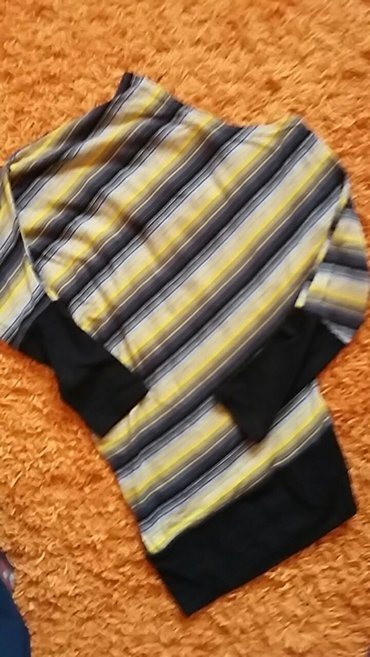 Prelepa bluzica od trikotaze.. Ocuvana... Neobicna. - Sremska Mitrovica