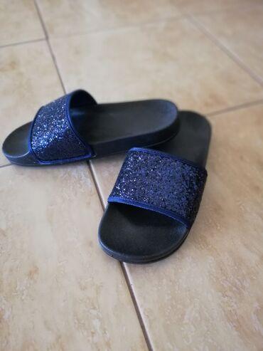 Ženska obuća | Jagodina: Papuče teget boje, sljokiceBr 37. NOVE. Saljem post expresom