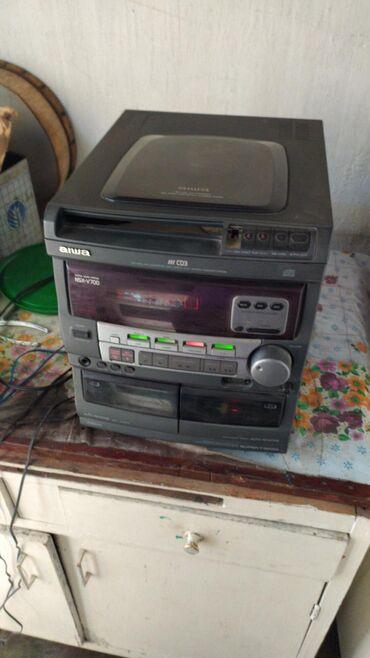 domashnij kinoteatr aiwa в Кыргызстан: Музыкальный центр aiwa, можно слушать через телефон есть аукс, качает