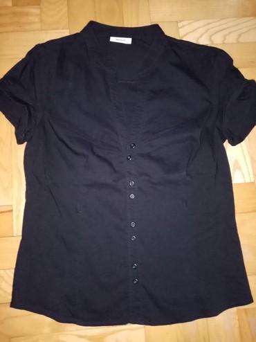 Crna košuljica lepo prati liniju tela ima malo likre, S veličina   - Beograd - slika 2
