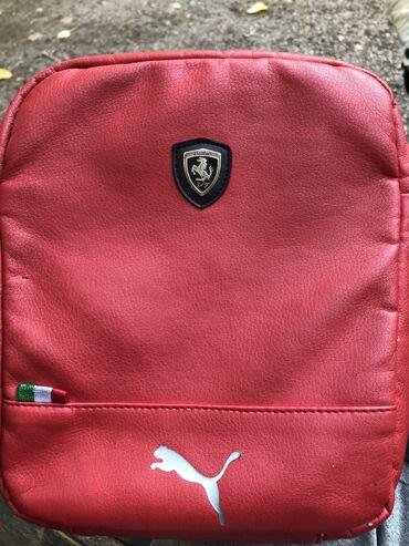 Срочно продаю барсетку Puma Ferrari красного цвета,состояние хорошее