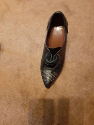 Cipele na stiklu - Srbija: Crne kozne cipele.Broj 39.Udobne,bez obzira na stiklu.Moze u