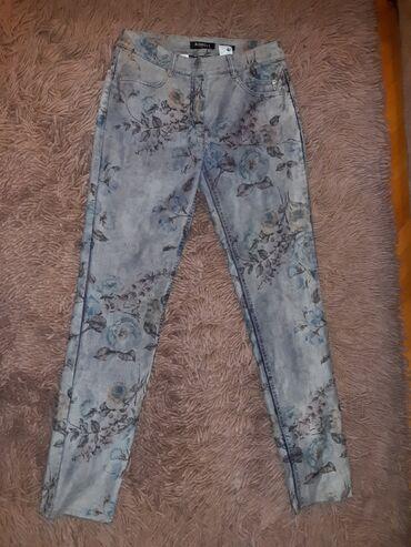 Pantalone NOVE samo skinuta etiketaVeličina 38,ima puno streča tako da