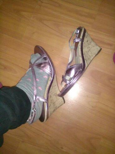 sandale prelepee ostecenje se vidi na slici kad se nosi nije primetno  - Cuprija - slika 2