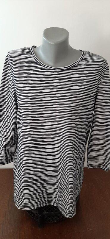 Prelepa bluza, ima elastina. Rukavi su 3/4