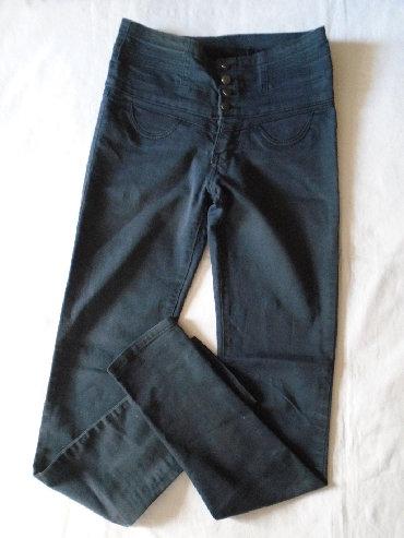 Pantalone uz telo - Srbija: Uske i duboke pantalone neke teget boje sa visokim pojasom koji se