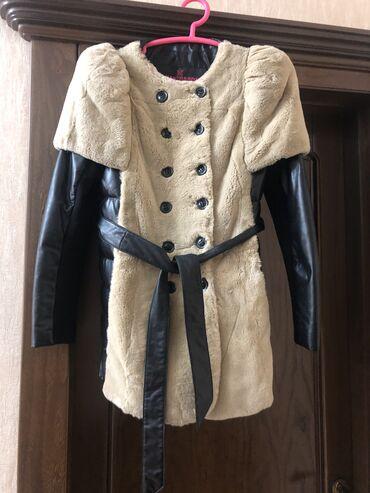 супер стильное платье в Кыргызстан: Продаётся стильная кожаная куртка с натуральным мехом. В идеальном