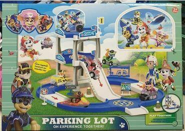 Barbie set - Crvenka: Patrolne Šape Velika set garaža dolazi u kompletu sa čak četiri vozila