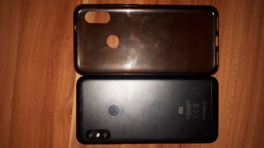 Мобильные телефоны и аксессуары в Душанбе: Б/у Xiaomi Mi A2 Lite 32 ГБ Черный