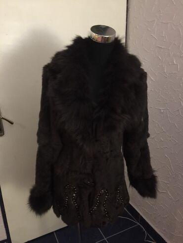 Savrsena bunda od braon lisice sa prelepim biserima, ne linja se, nema
