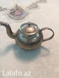 Bakı şəhərində Mis reng çayniki.