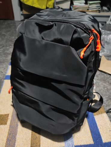 Сумки - Бишкек: Новый небольшой рюкзак срочноСделан в России3 кармана на молнииотсек