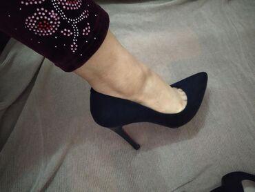 Туфли синего цвета одевала пару раз продам состояние почти новоеботи