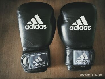 Перчатки - Бишкек: Продам боксëрские перчаткиФирма:АдидасРазмер:M
