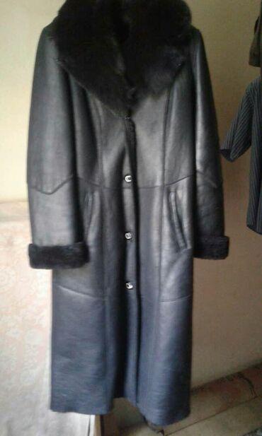Женские пальто в Бишкек: Продаю дубленку в отличном состоянии,натуралка.чёрный цвет.размер