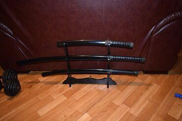 Коллекционные ножи - Бишкек: Меч набор 3 шт на подставке цена 6000 сом