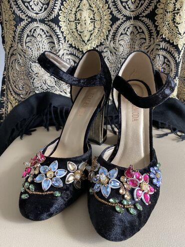 Продаю туфли 37 размера,б/у,но состояние новых,были надеты по одному