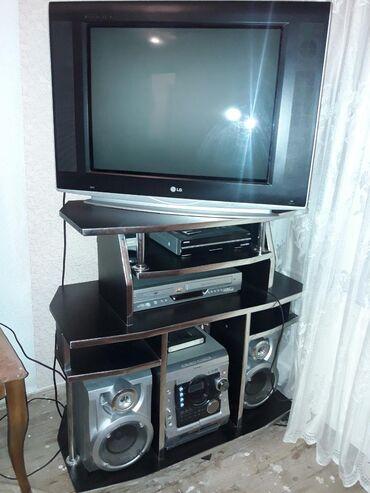 Tecili Satilir!!Televizor ve televizor altligi ile 150 AZN Atligin