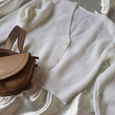 Белый нежный кардиган свитер на пуговицах,отличного качества.Украсит