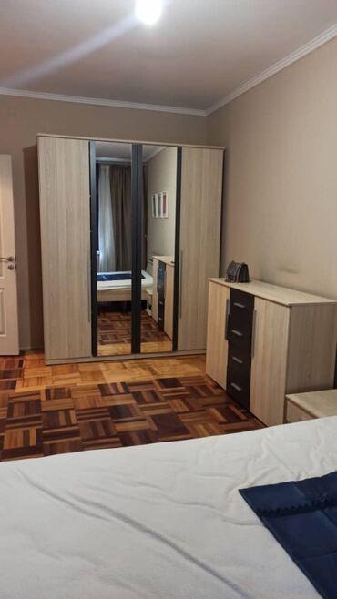 Мебель - Кыргызстан: Продаю спальный гарнитур в идеальном состоянии. Большой шифоньер