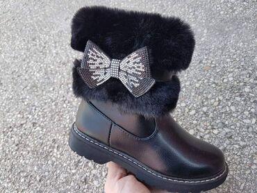Dečije Cipele i Čizme - Veliko Gradiste: Dečije čizmice sa krznom kolekcija jesen -zima od 25 do 36 Cena 3000