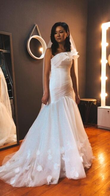 1808 объявлений: Продаëтся шикарное свадебное платье. Торг уместен