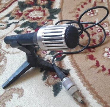Sovet mikrofonu, ayaqnan