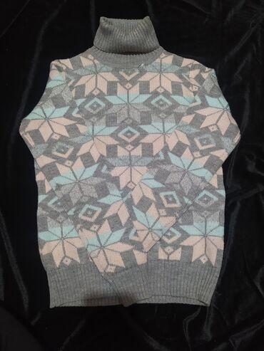 Теплый свитер хорошее качество, мягкий доставка по городу бесплатная