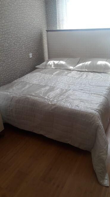 Pakrıval, yataq örtüyü. 2-3 dəfə istifadə olunub. 2 ədəd yastıq üzü