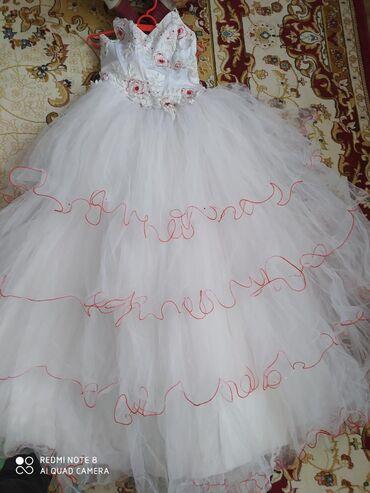 Платье свадебное.3000сом подойдёт на размер с. м . На рост от