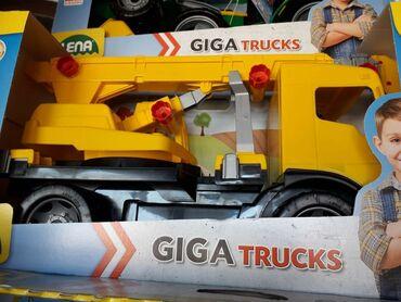 Kamion - Srbija: Cena: 5600Ogroman kamion dizalica lena za igranje u pesku, na plaži