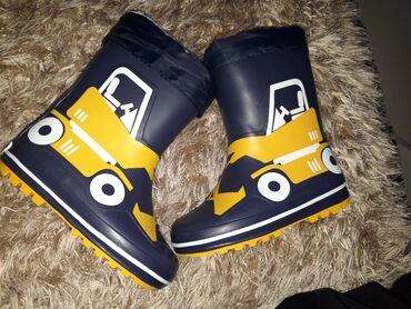 Nove cizme za decaka, postavljene