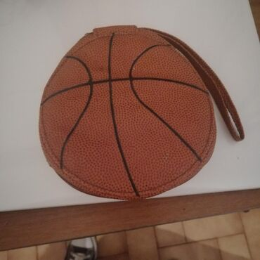 Basketball style CD holder. 24 discs capacity. Great condition