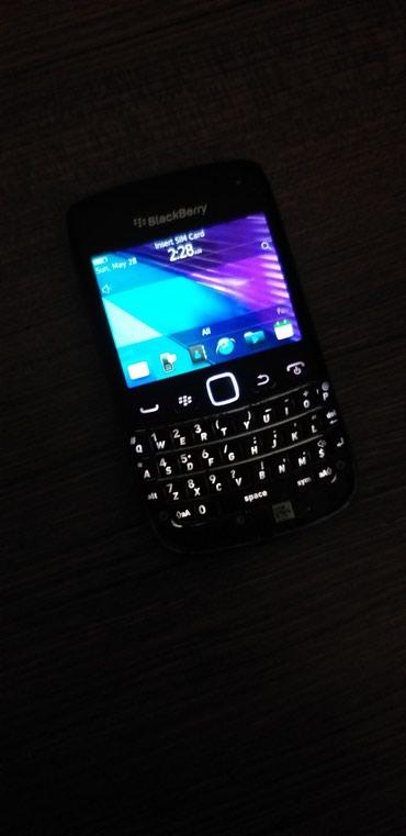 blackberry 9700 - Azərbaycan: Blackberry 9790 islek vezyetdedi alt hissesi itib. birde ustunde acara