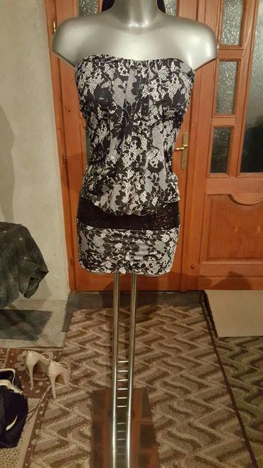 Lepo očuvana elegantna haljina. Vel. M do L - Crvenka