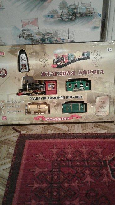 Игрушки в Шопоков: Продаю паровозик, б/у .Цена 850сом.Торг