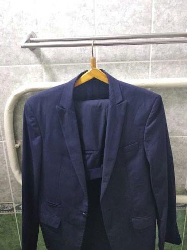 Продаю мужской костьюм! Турецкий! Цвет темно синий! Размер 50-52 в Бишкек