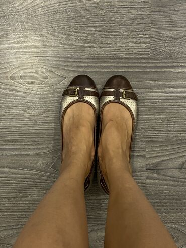 Женская обувь - Бишкек: Clarks active Air !  Размер 39-40  Состояние среднее !  Прошу не дорог