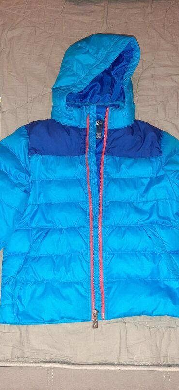 Decija Nike jaknaBr. 5-6, rukavi 41 cm, sirina ramena 34 cm, duzina