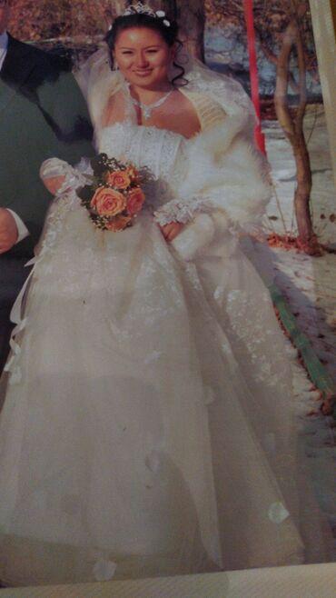 вечернее платье из китая в Кыргызстан: Свадебное платье с пышной юбкой с лепестками.В реальности очень