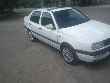Volkswagen в Балыкчы: Volkswagen Vento 2 л. 1994 | 25555555 км