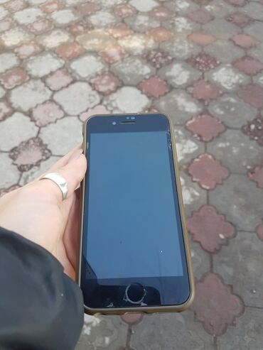 iphone 7 купить бу в Кыргызстан: Состояние отличное iPhone 7  10000 сом торг имеется звонит по