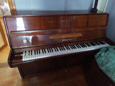 Musiqi alətləri - Azərbaycan: Ukraina istehsali Yunost piano satilir. Iki pedalli. Ideal veziyyetde