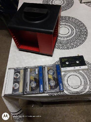 Mini diskovi i Diskman | Srbija: Stalak za kasete plus gratis kasete