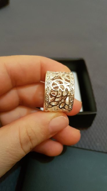 AVON prsten, nov, dobijen na poklon, ne nošen, veličine 8