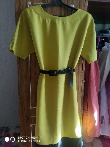 Платье очень красивый цвет. Можно с поясом и без. Также можно носить и