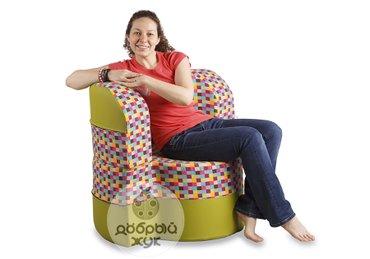 Бескаркасное кресло—трансформер - это яркий и оригинальный предмет