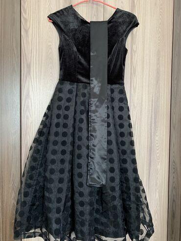 Бархатное платье французской длины. Очень красиво сидит. Одета пару