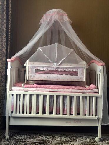 Детский мир - Токмок: Детская кроватка, производство Турция. В комплекте люлька, бортики